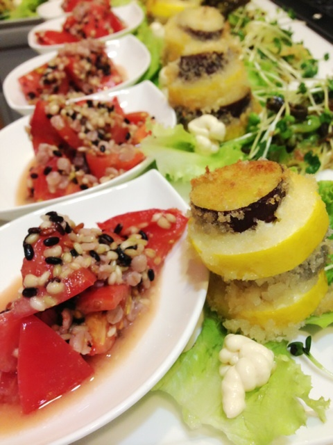 トマトと雑穀の白味噌ドレッシングサラダ♡
